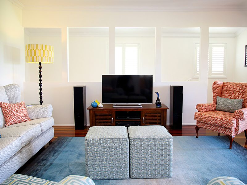 classic contemporary style lounge area