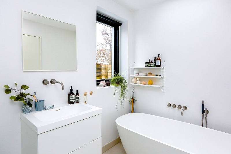 The Best Bathroom Styling Tips From Interiors Experts